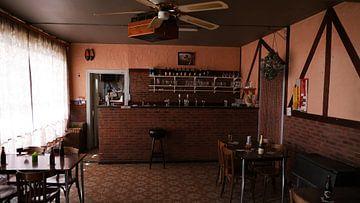 Abandoned Café von Edou Hofstra