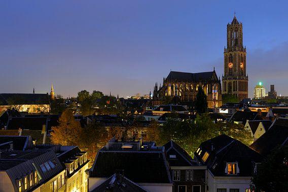 Stadsgezicht van Utrecht met Domkerk en Domtoren van Donker Utrecht