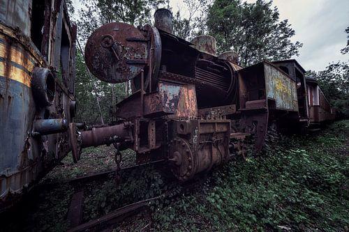 Oude locomotief en wat er van over is