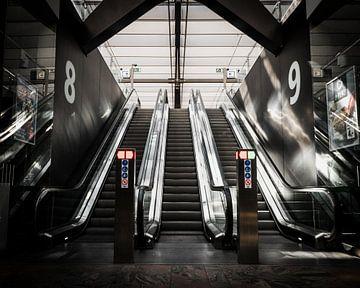 Rolltreppen Rotterdam Central von Paul Poot