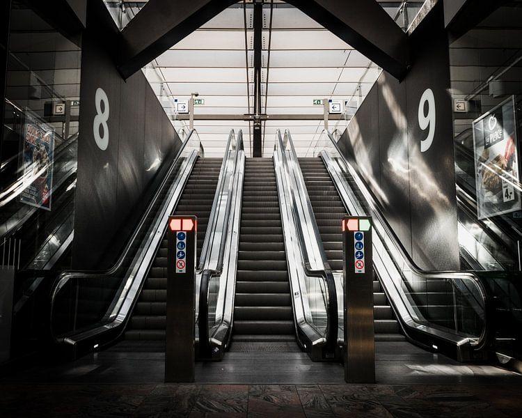 Roltrappen Rotterdam Centraal van Paul Poot