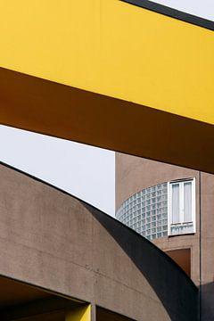 Gallaratese ᝢ reisfotografie Milaan Italië ᝢ dynamische architectuurfotografie geel