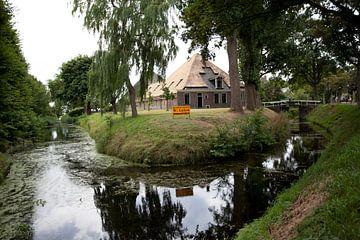 Twisk, Westfriesland: boerderij met rieten dak van Kees van Dun