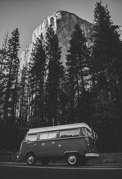 Yosemite Bulli - Volkswagen Bus im Yosemite Valley, Kalifornien von Lukas Schulz