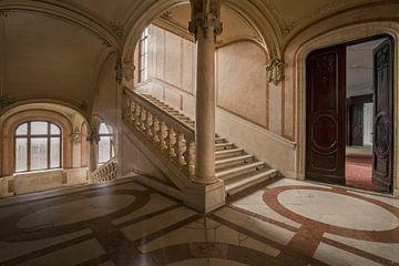 verlaten marmeren trap van
