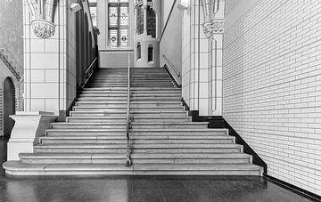 Treppenhaus im Rijksmuseum in schwarz-weiß von Corrie Ruijer