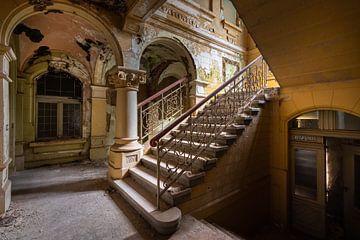 trappenhuis in verval van Jan van de Riet