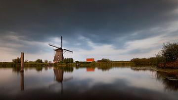 Dunkle Wolken über der Mühle von Peter Halma