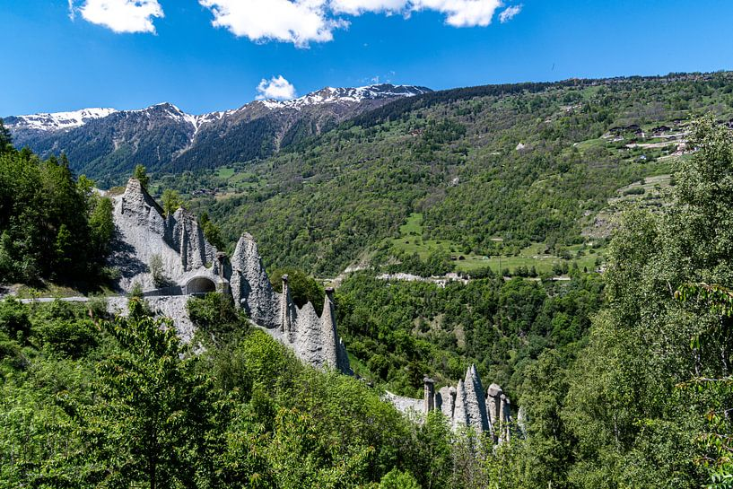 De aardpiramides van Euseigne, Zwitserland van Ingrid Aanen