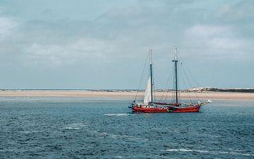 Tweemaster voor de duinen van Terschelling, Nederland van Rietje Bulthuis