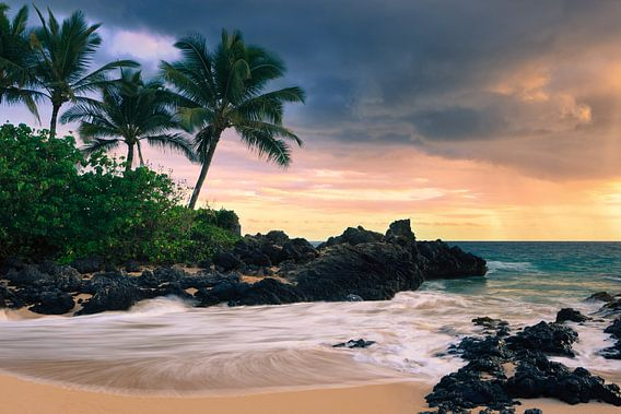 Sunset Secret Beach - Maui - Hawaii van Henk Meijer Photography