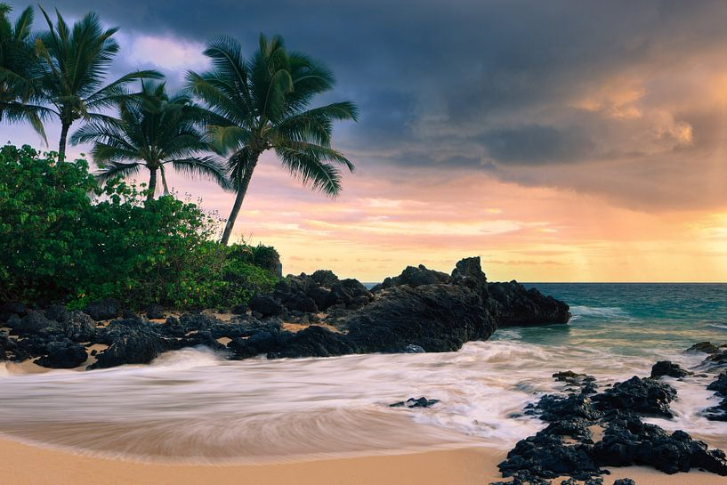 Zonsondergang Secret Beach, Maui, Hawaii van Henk Meijer Photography