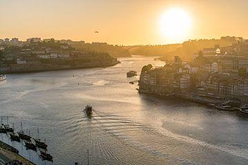 Porto bij zonsondergang. van Joost Potma