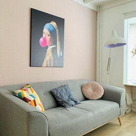 Kundenfoto: Mädchen mit dem Perlenohrring Kaugummi von Maarten Knops, auf leinwand