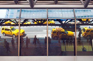 Reflektionen auf Yellow Cabs, New York von