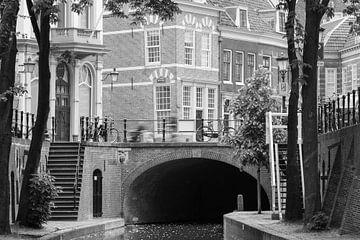 Zicht op Trans vanaf de Nieuwegracht Utrecht van Pieter Geevers