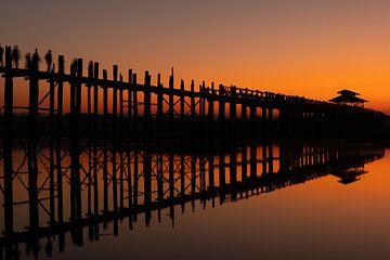 U-Bein brug tijdens zonsopkomst van Edwin Benschop