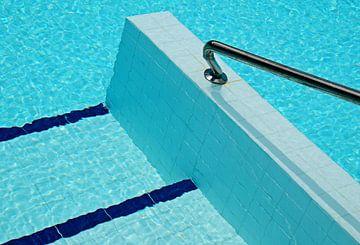 Geometrische vormen in zwembad von Sigrid Klop