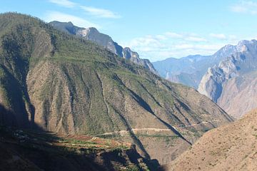 Hoog in de bergen in Yunnan, China van Ingrid Meuleman