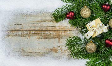Kerstversiering met sneeuwlijst, sparrentakken van Alex Winter