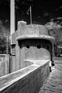 Het gerenoveerde brugwachtershuisje op de hoek van het Ledig Erf en de Oosterkade in Utrecht. van De Utrechtse Grachten