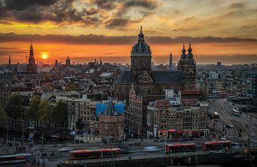 Amsterdam Skyline bij zonsondergang van Mario Calma