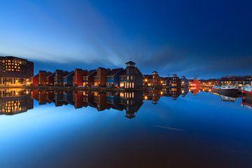 Blue hour at Reitdiep Haven - Groningen, NL sur Niels Heinis