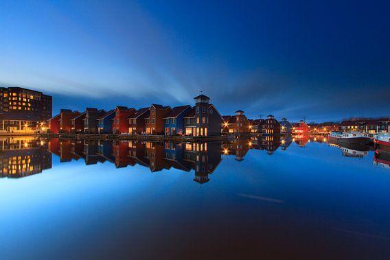 Het blauwe uur in Reitdiep Haven - Groningen, NL van Niels Heinis