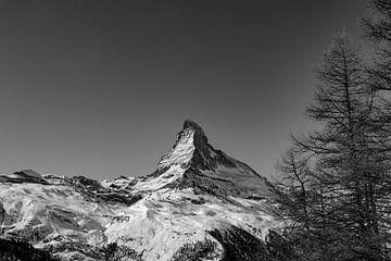 De Matterhorn op een heldere winterdag vlakbij Zermatt, in Wallis, Zwitserland van