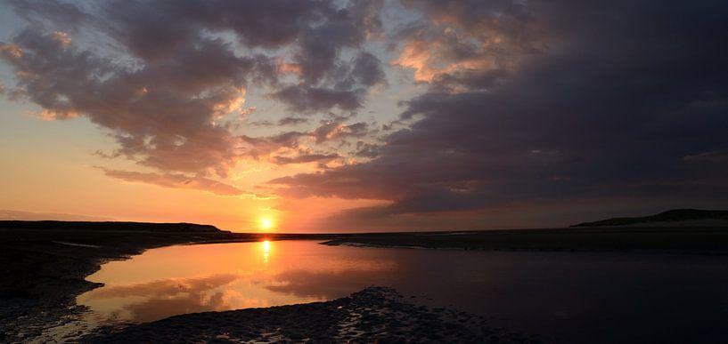 Zonsondergang bij de Slufter op Texel van Gonnie van de Schans