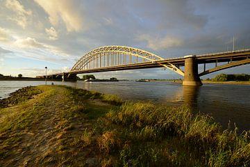 Waalbrug bij Nijmegen van