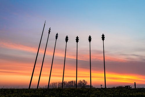Monument Oerwold De Onlanden tijdens zonsopkomst
