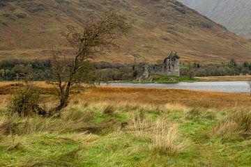 Kilchurn Castle in de herfst van Annette Schoof