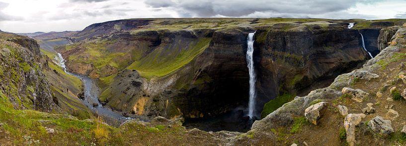 Panorama Háifoss waterval 1 te IJsland van Anton de Zeeuw