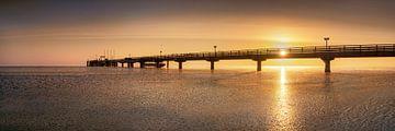 Sonnenaufgang an der Seebrücke von Scharbeutz von Fine Art Fotografie
