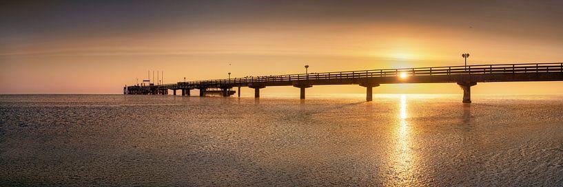 Sonnenaufgang an der Seebrücke von Scharbeutz von Voss Fine Art Fotografie