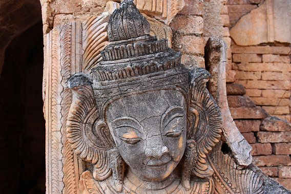 Oude Birmese Boeddha van Thijs van den Broek