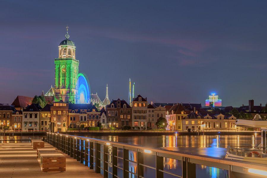 Skyline Lebuinus kerk Deventer avond fotografie, kermis