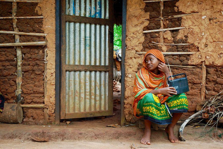 Radio luisteren in Zanzibar van Paul Riedstra