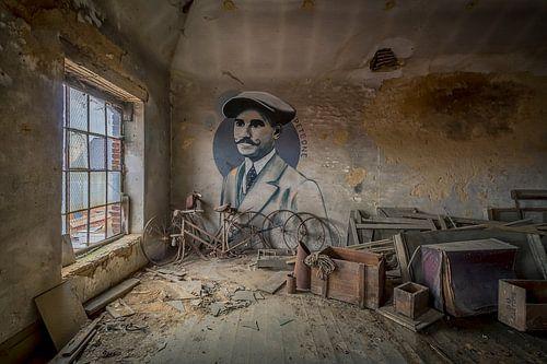 Verlaten  zolderkunst van Frans Nijland