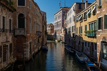 Straßen von Venedig von Ron Van Rutten