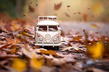 volkswagen busje in de herfst van Kristof Ven