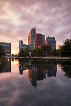 Skyline van Den Haag bij zonsopkomst