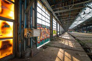 Verlaten urbex fabriek, urban exploring met graffiti