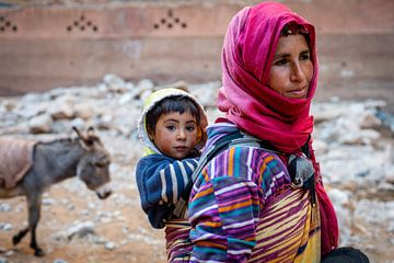 Portrait d'une mère et d'un fils berbère au Maroc sur Ellis Peeters