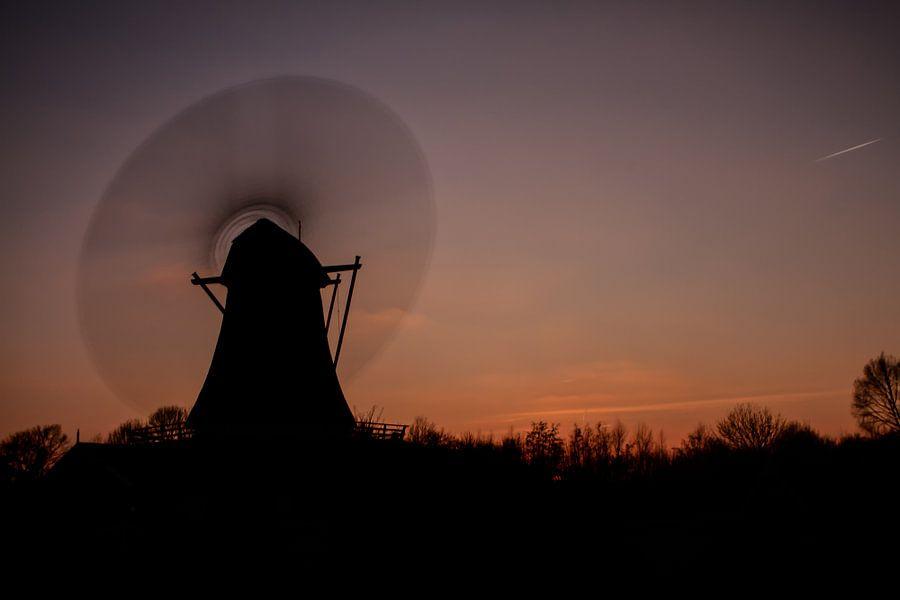 Bolwerksmolen Deventer bij zonsondergang