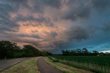 Kleurige wolkenlucht van Gerben van Buiten