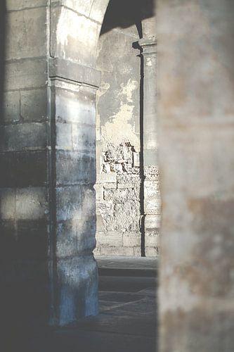 stenen  muren doorgang in Parijs