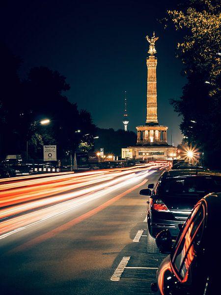 Berlin at Night – Strasse des 17. Juni / Victory Column van Alexander Voss