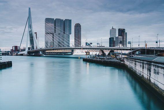 Rotterdam with Erasmusbridge van Ilya Korzelius